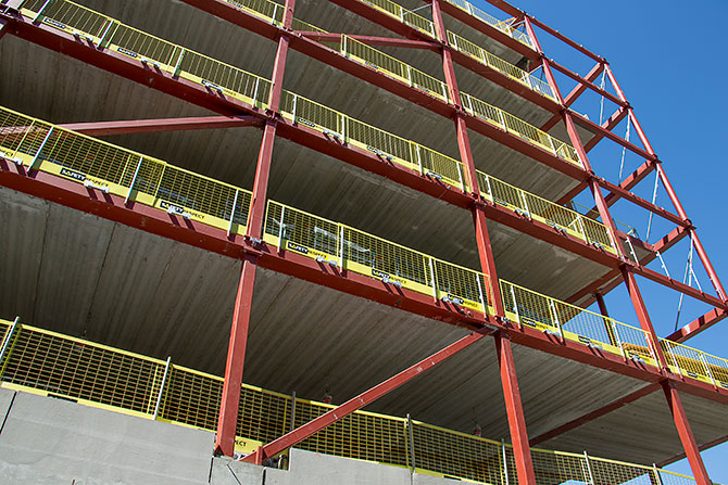 Temporary edge protection on steel beams