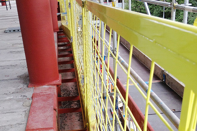 Edge protection installation on steel structures